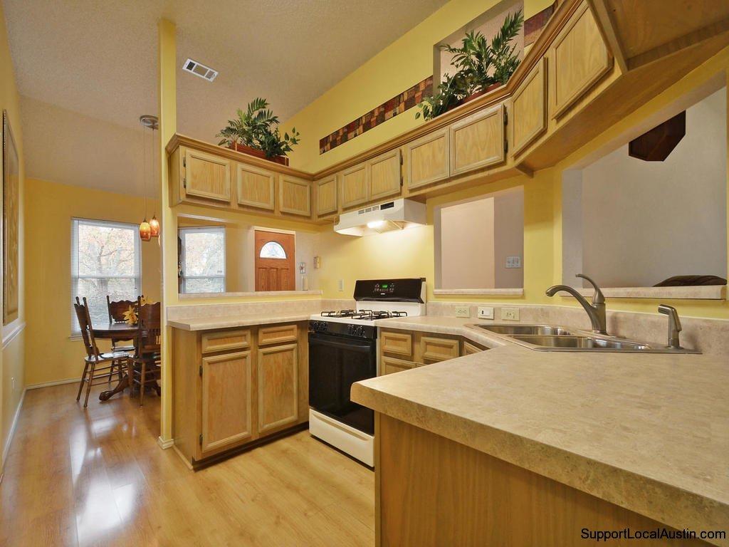1415-laurel-glen-blvd-kitchen