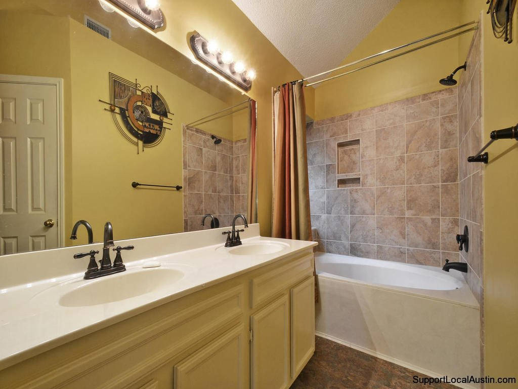 1415-laurel-glen-blvd-master bath
