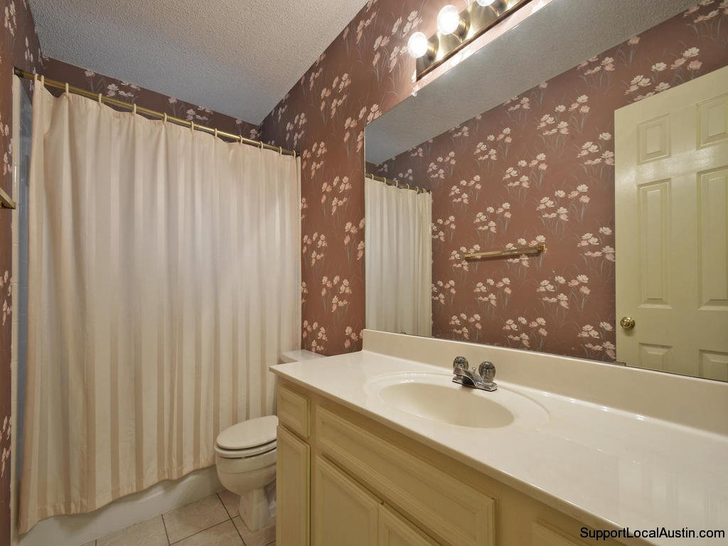 1415-laurel-glen-blvd-secondary bath