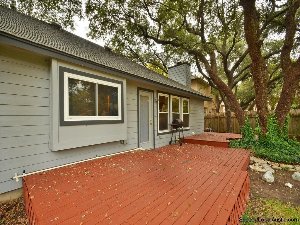 1415-laurel-glen-blvd backyard deck