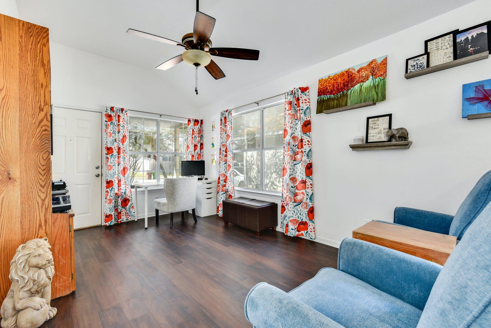 1520 Parkfield Circle Living Room